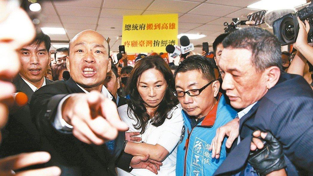 蔡英文總統上午以三軍統帥要求收回發言,高雄市長韓國瑜今天回嗆,「蔡沒當過兵咧!」...