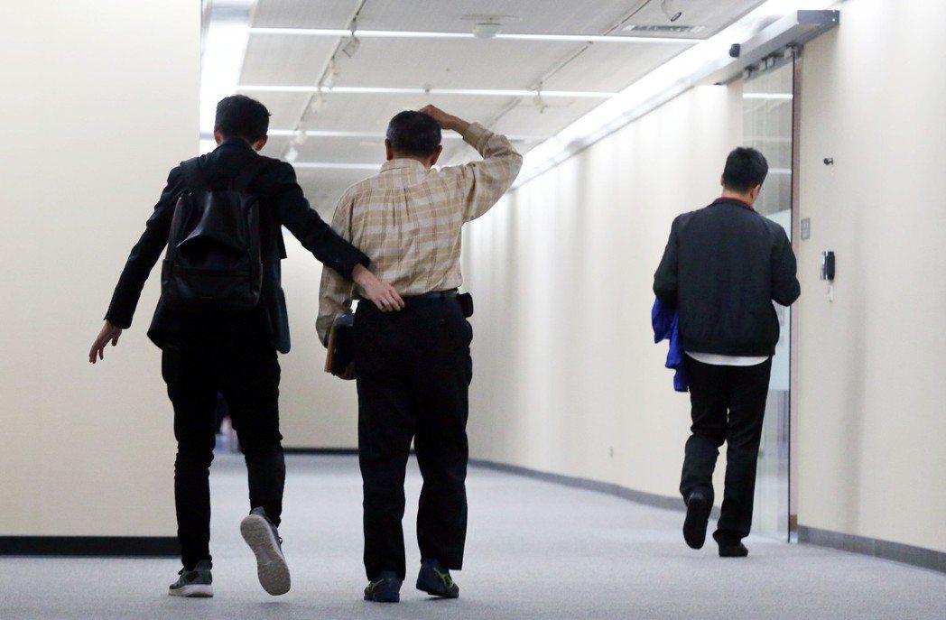 記者問柯如果要選總統,會不會也顧及台北市民感受?柯沒有針對問題回應,只說「大家都...