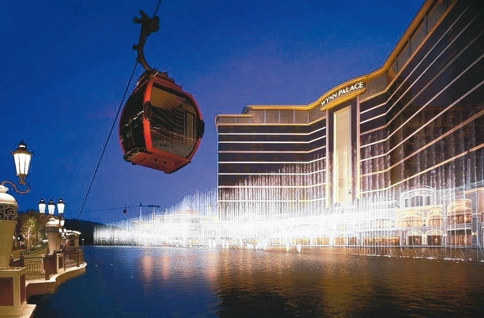 酒店纜車與水舞表演。 澳門旅遊局/提供