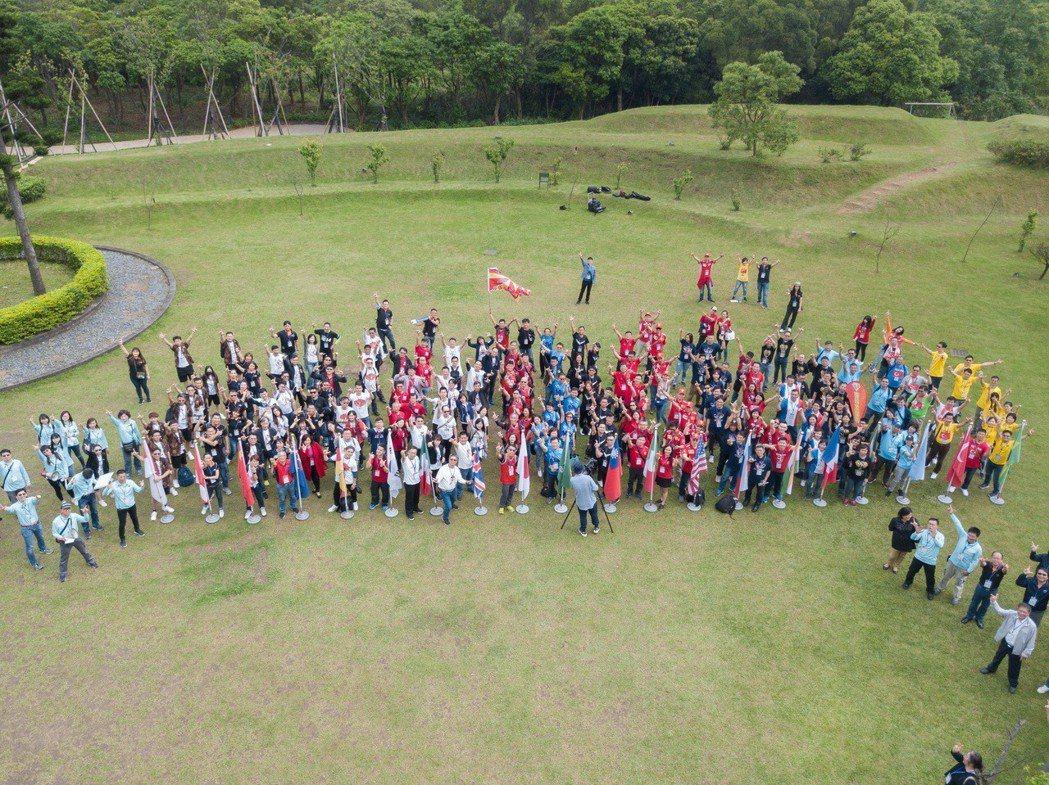 臺北科技大學管理學院EMBA第五屆寰騰匯,匯集海內外八個專班,共200多名學員齊...