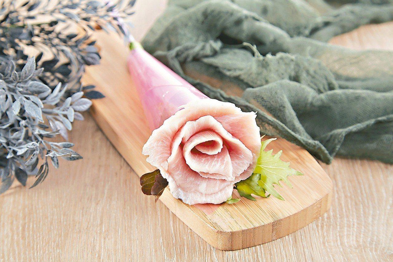 母親節期間帶媽媽來原燒用餐,贈「燒肉玫瑰花」。 圖/王品提供