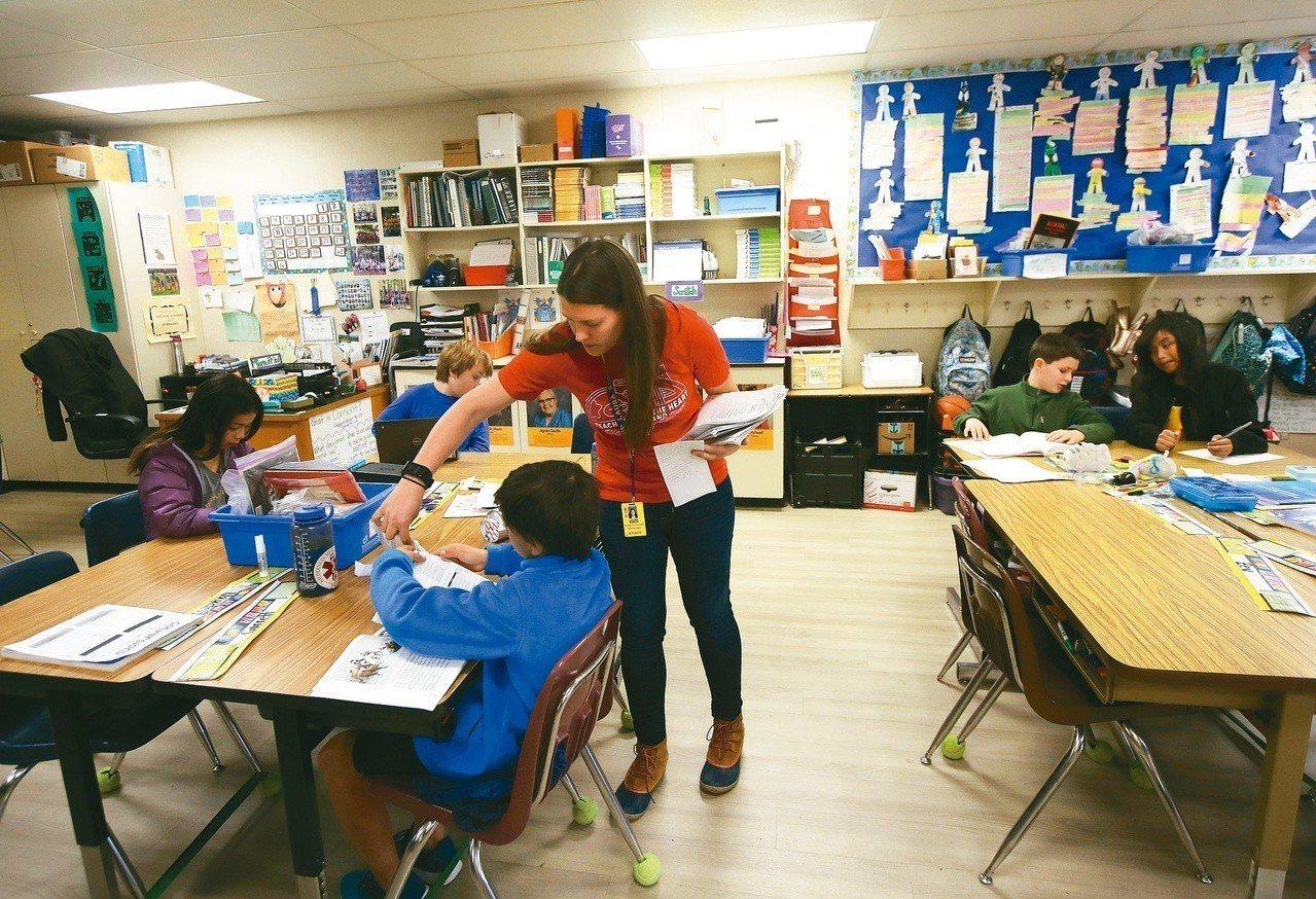 調查顯示,龐大的工作壓力和過度的責任制,使五分之一的教師計畫在兩年內辭職。美聯社