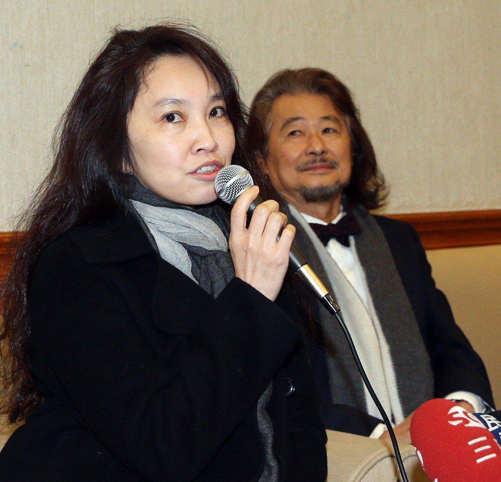施明德(右)妻子陳嘉君(左)不滿拒絕酒測遭罰興訟,更一審判陳女敗訴。 聯合報系資...