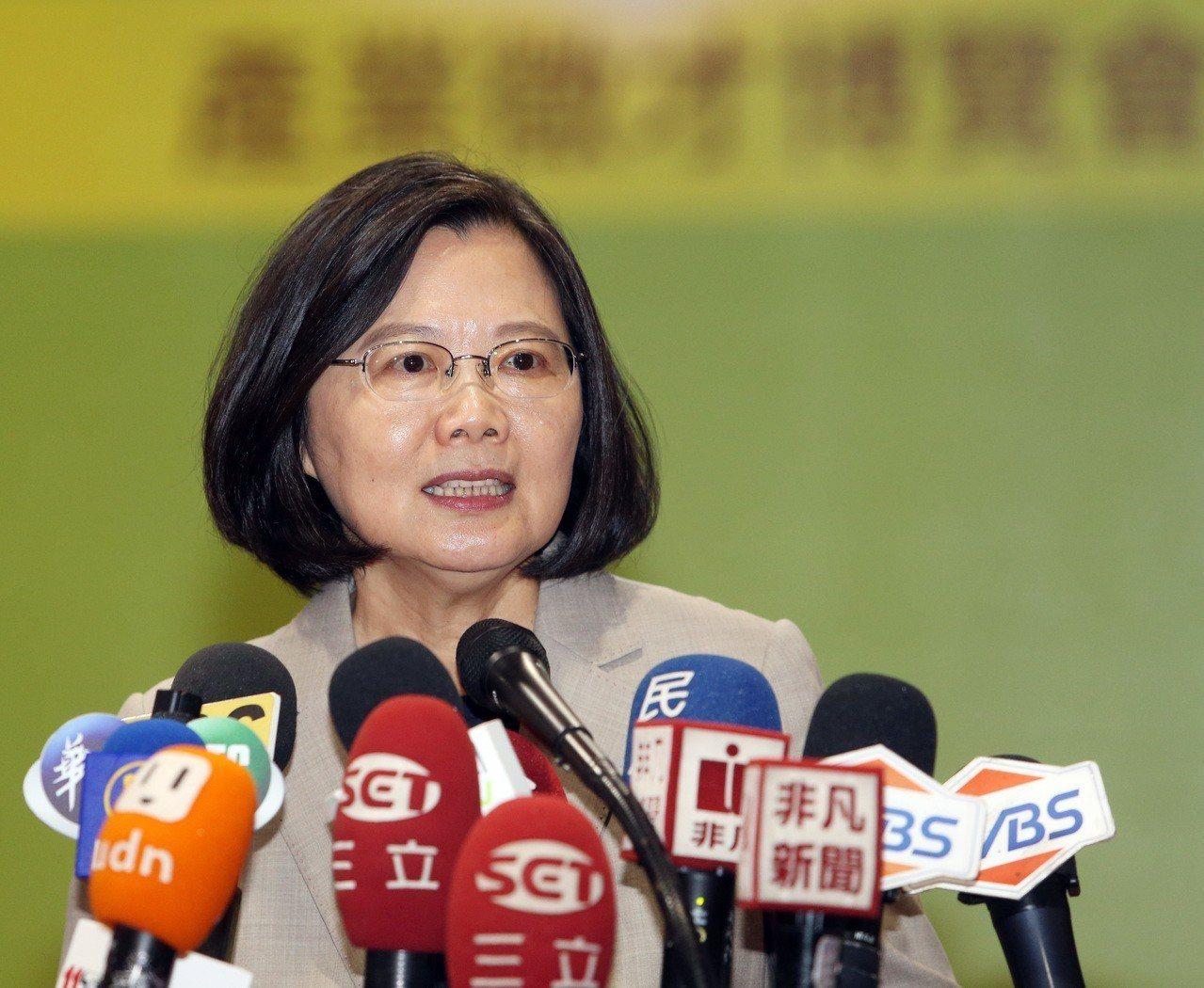 蔡總統表示她身為三軍統帥,要告訴曾是軍人的韓國瑜,把這句話收回去,但是當被問到賴...