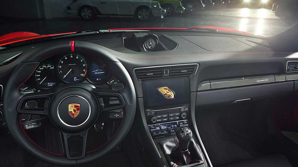 保時捷911 Speedster動力來自4.0L自然進氣引擎,可輸出502hp最...