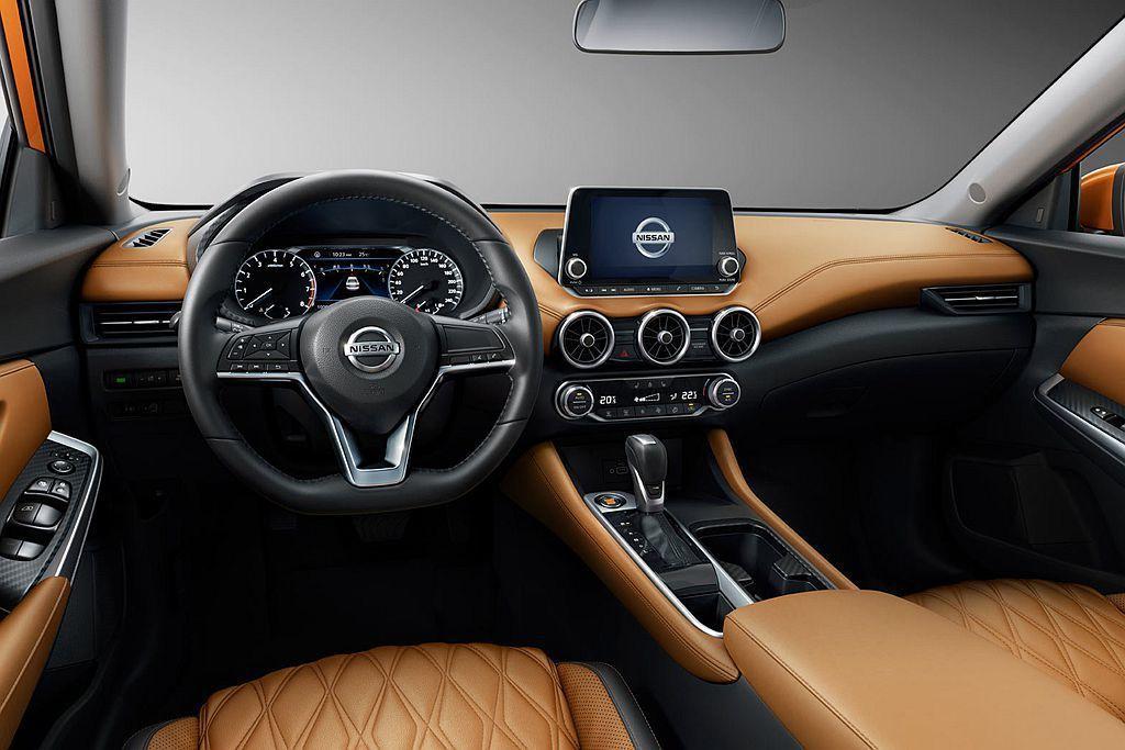 全新Nissan Sylphy控台導入懸浮式8吋多功能顯示螢幕,雙圓儀錶板中央則...