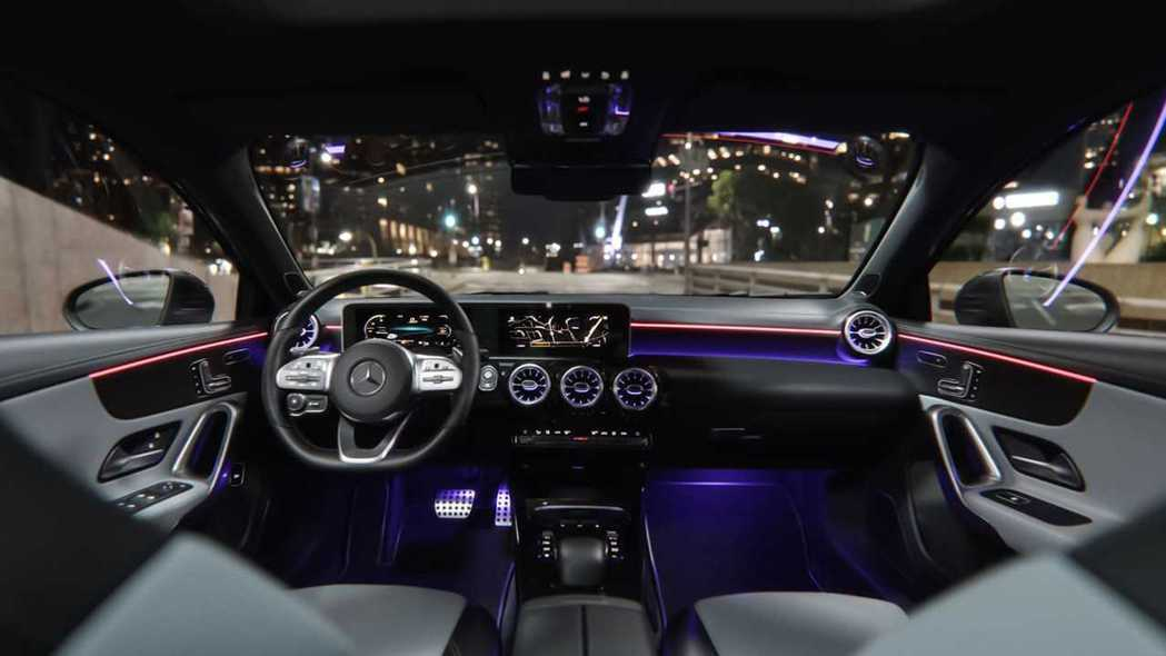 Mercedes-Benz A-Class Sedan 內裝。 摘自Merced...