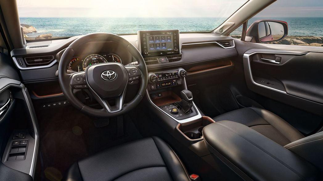 Toyota RAV4 內裝。 摘自Toyota