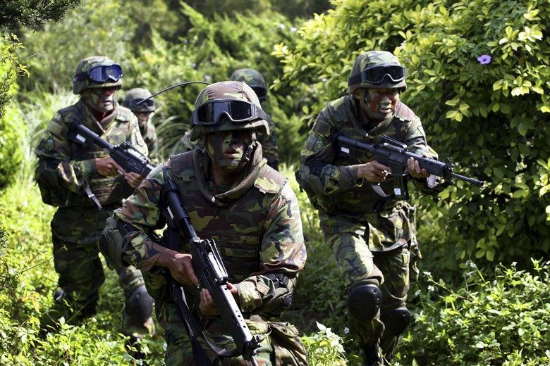 韓國瑜日前與美國退休大使艾江山會面,提及「國軍沒軍法,就像太監穿西裝」。我國真的...