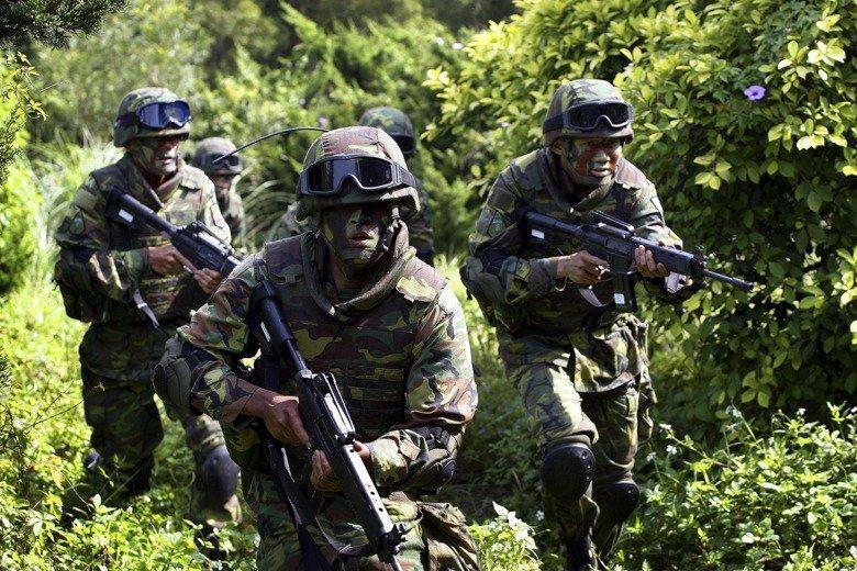 韓國瑜日前與美國退休大使艾江山會面,提及「國軍沒軍法,就像太監穿西裝」。我國真的沒有軍法嗎? 圖/路透社