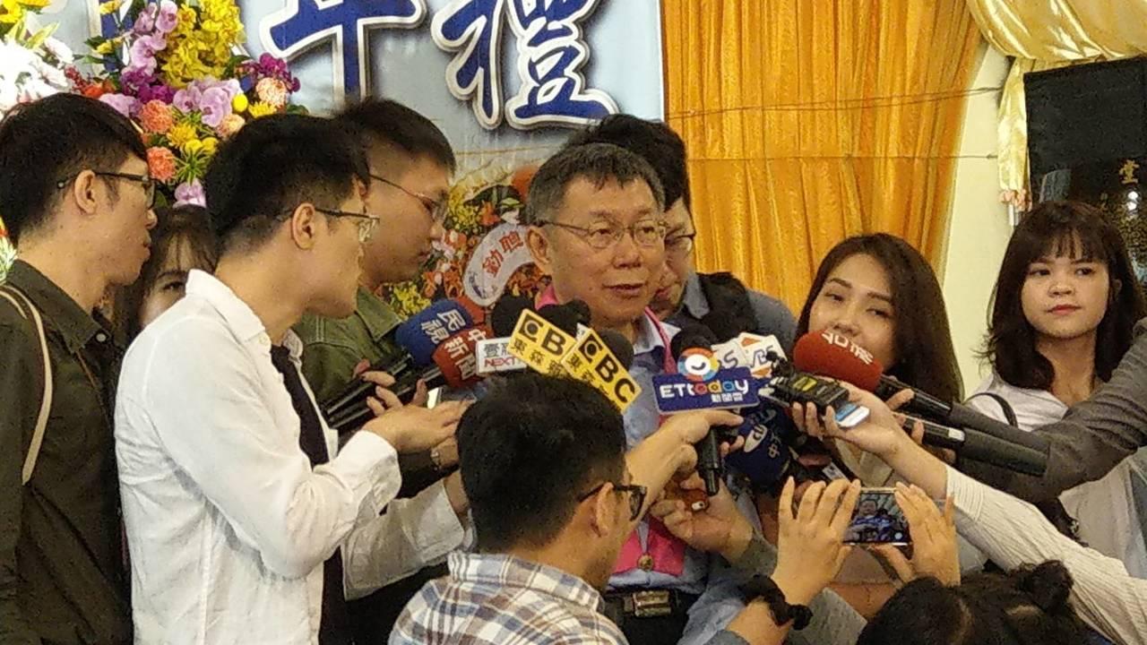 台北市長柯文哲上午參加松山慈惠堂孝親感恩成年禮。記者楊正海/攝影