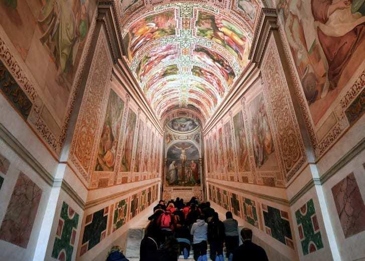 造訪梵蒂岡的遊客將有千載難逢的機會,參觀300年來首次對外開放的「聖階」。相傳耶...
