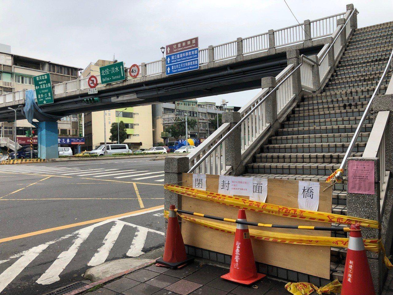 原定要在今天深夜拆除的重慶北路葫東街口陸橋,計畫順延一周,原定的交通管制及公車班...