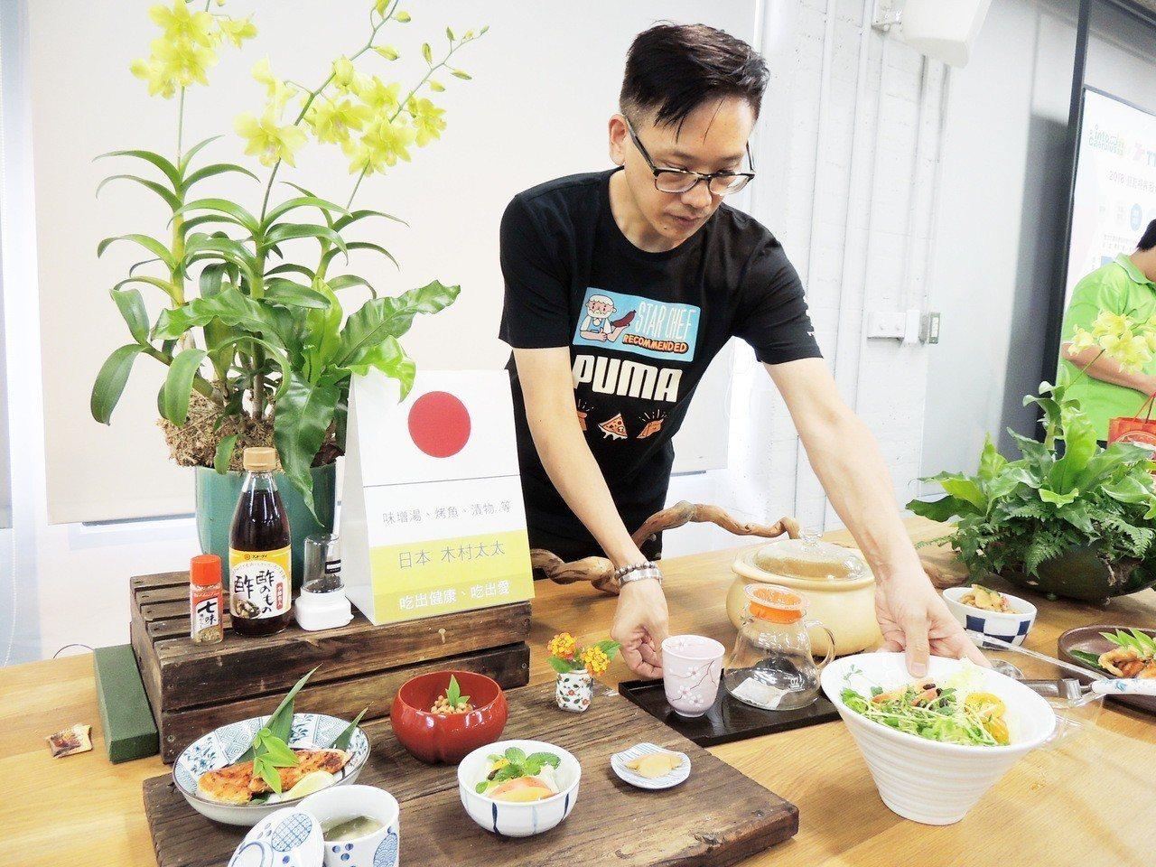 來自日本的木村太太為活動準備味噌等日本人道地的早餐。記者羅紹平/攝影