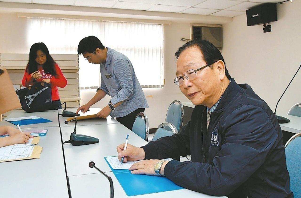 國民黨新北黨部指出,林德福及李旨揚2人在4月17日至4月19日3天進行民意調查,...