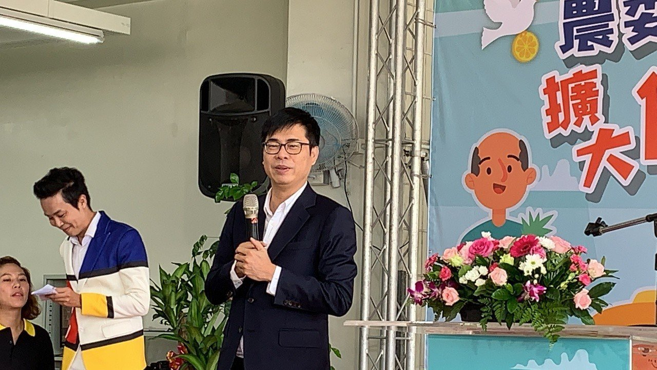 行政院副院長陳其邁今天上午南下屏東參加農委會記者會,會後對藍綠總統初選提出看法。...