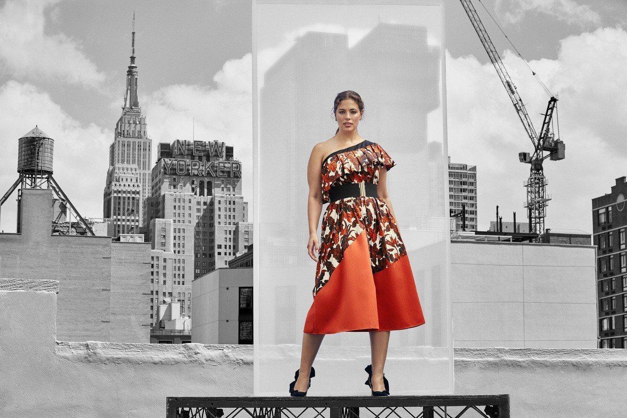 MARINA RINALDI春夏季推出多用途彈性腰帶,輕鬆打造百變風格,盡顯女性...