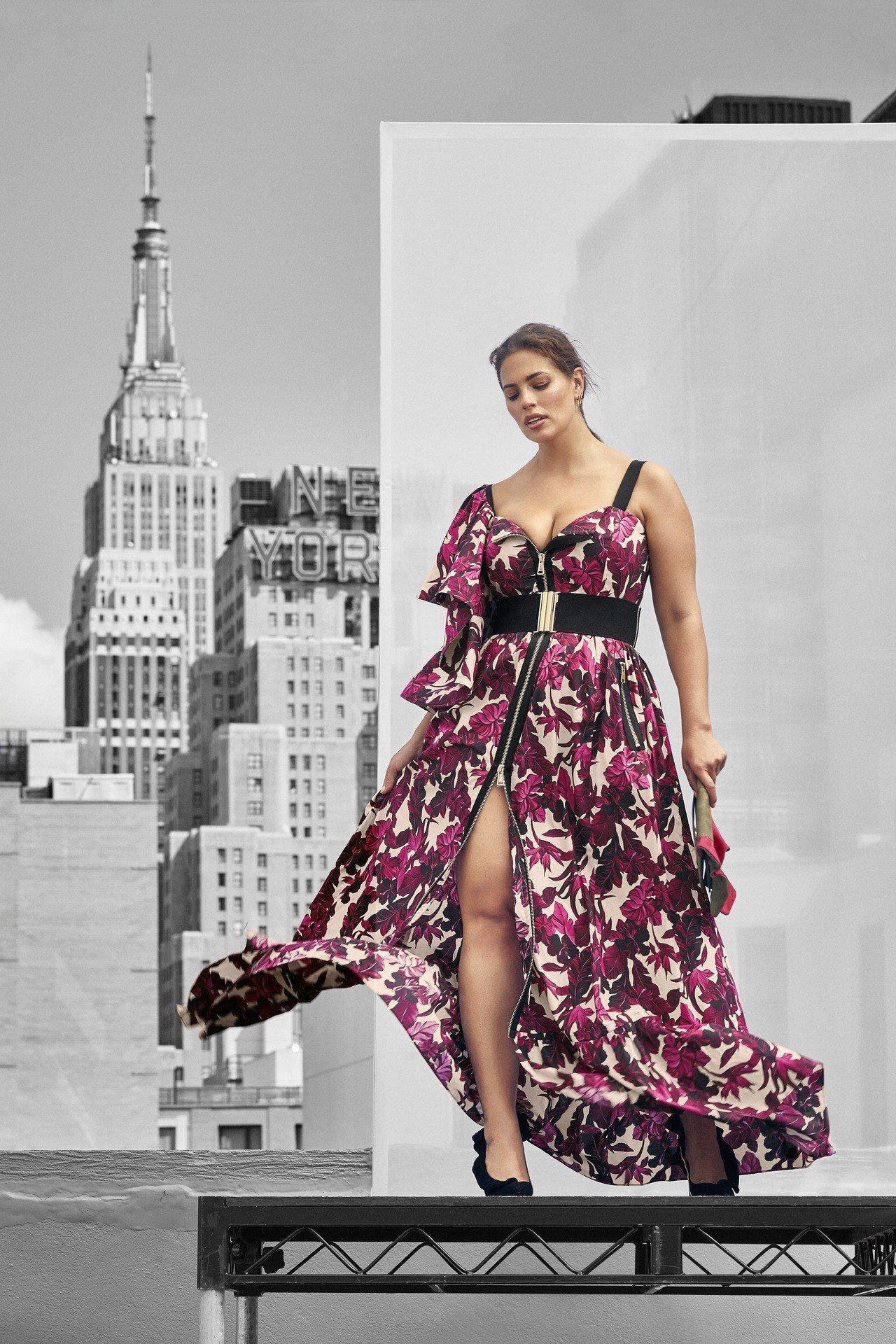 奔放的MARINA RINALDI花卉長洋裝,展現棉花糖女孩的魅力。圖/MARI...