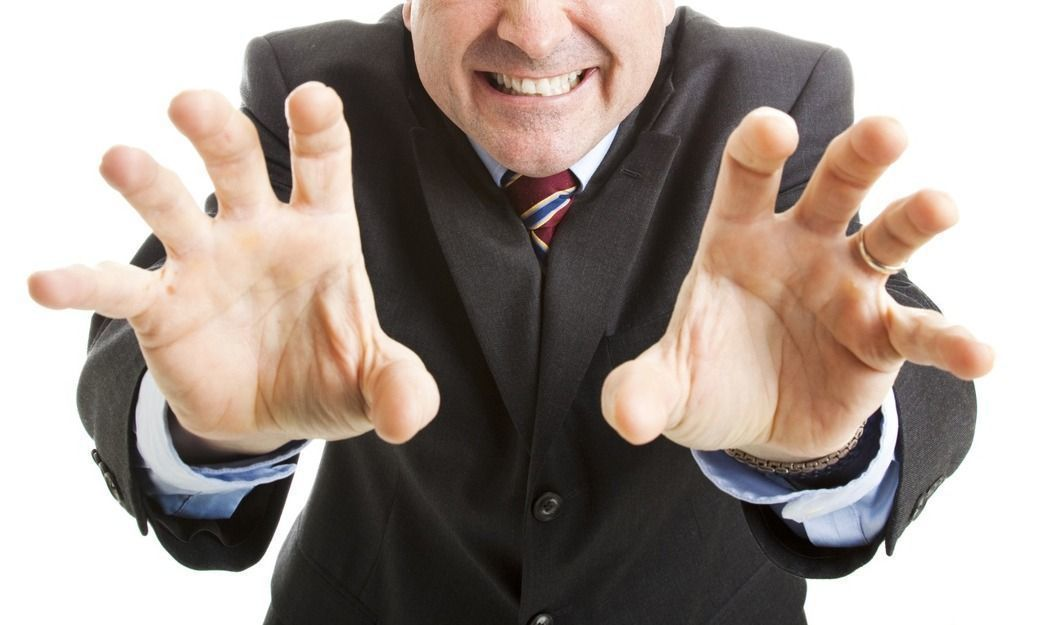 基隆市胡姓男子搭公車時,在公車靠站時,涉嫌以左手肘故意碰觸後方女子胸部1秒的時間...
