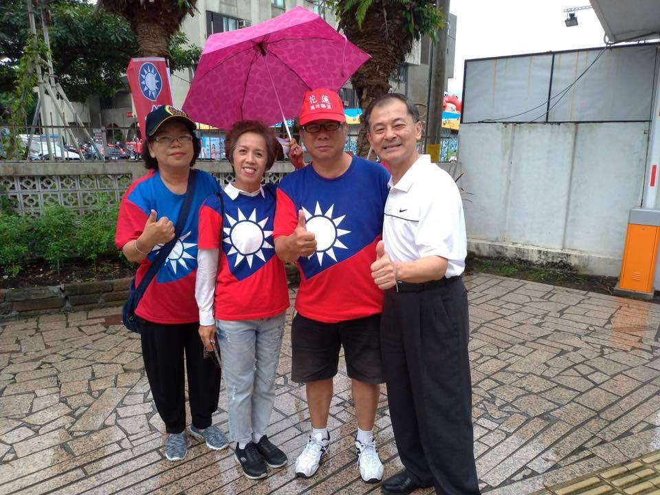 有意投入國民黨內花蓮立委初選的王廷升(右)。圖/翻攝王廷升臉書