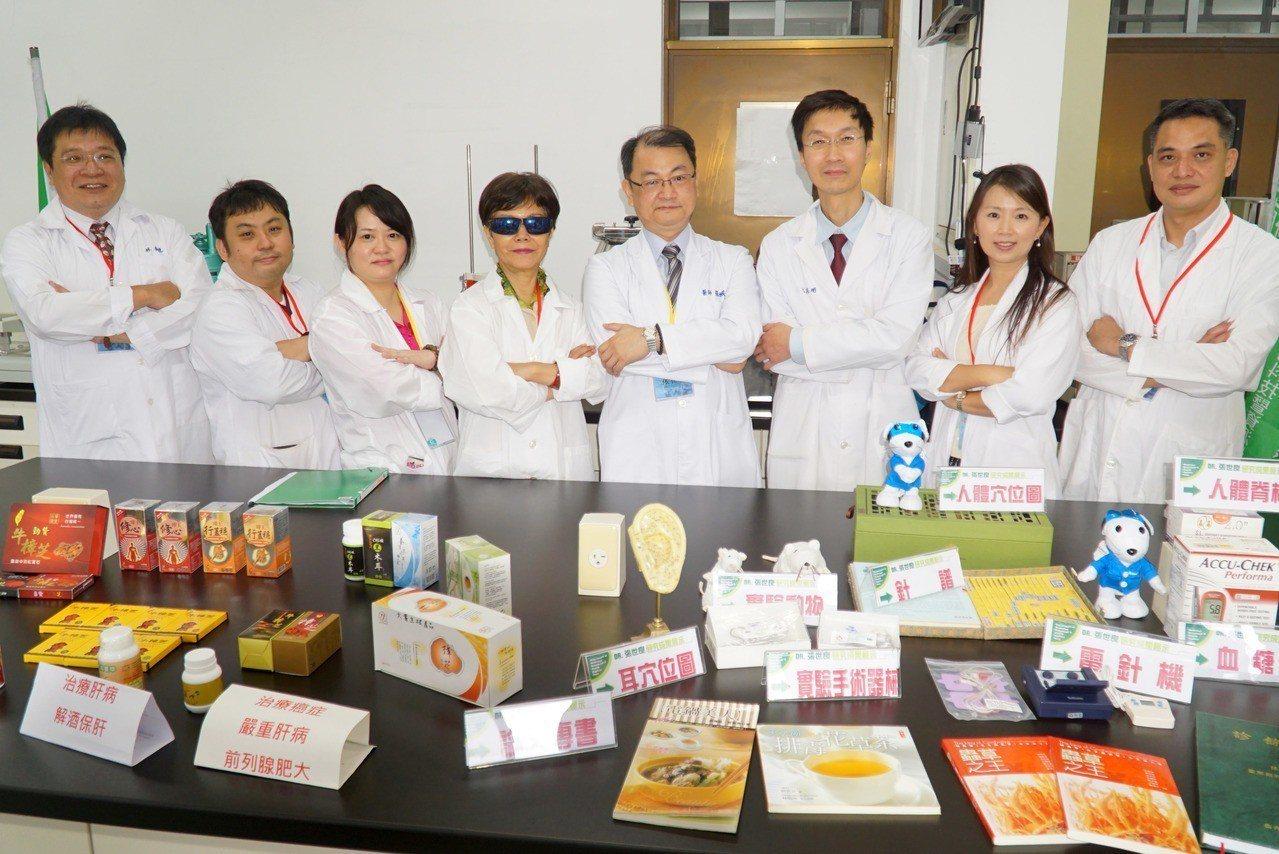 大葉大學藥保系師資群展示研發成果。圖/大葉大學提供