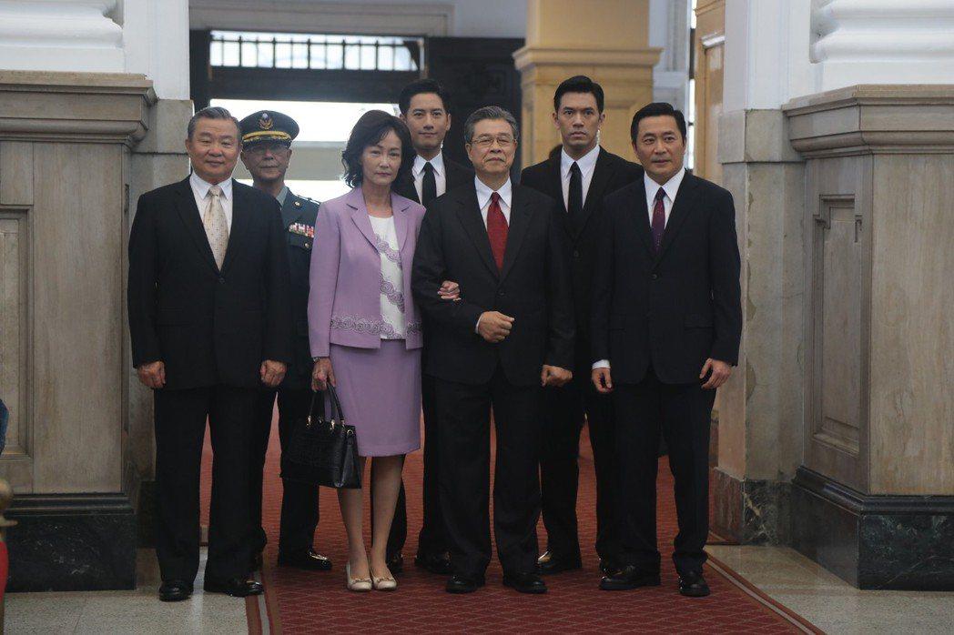 政治職人劇「國際橋牌社」進總統府拍戲。圖/馬克吐溫國際影像公司提供