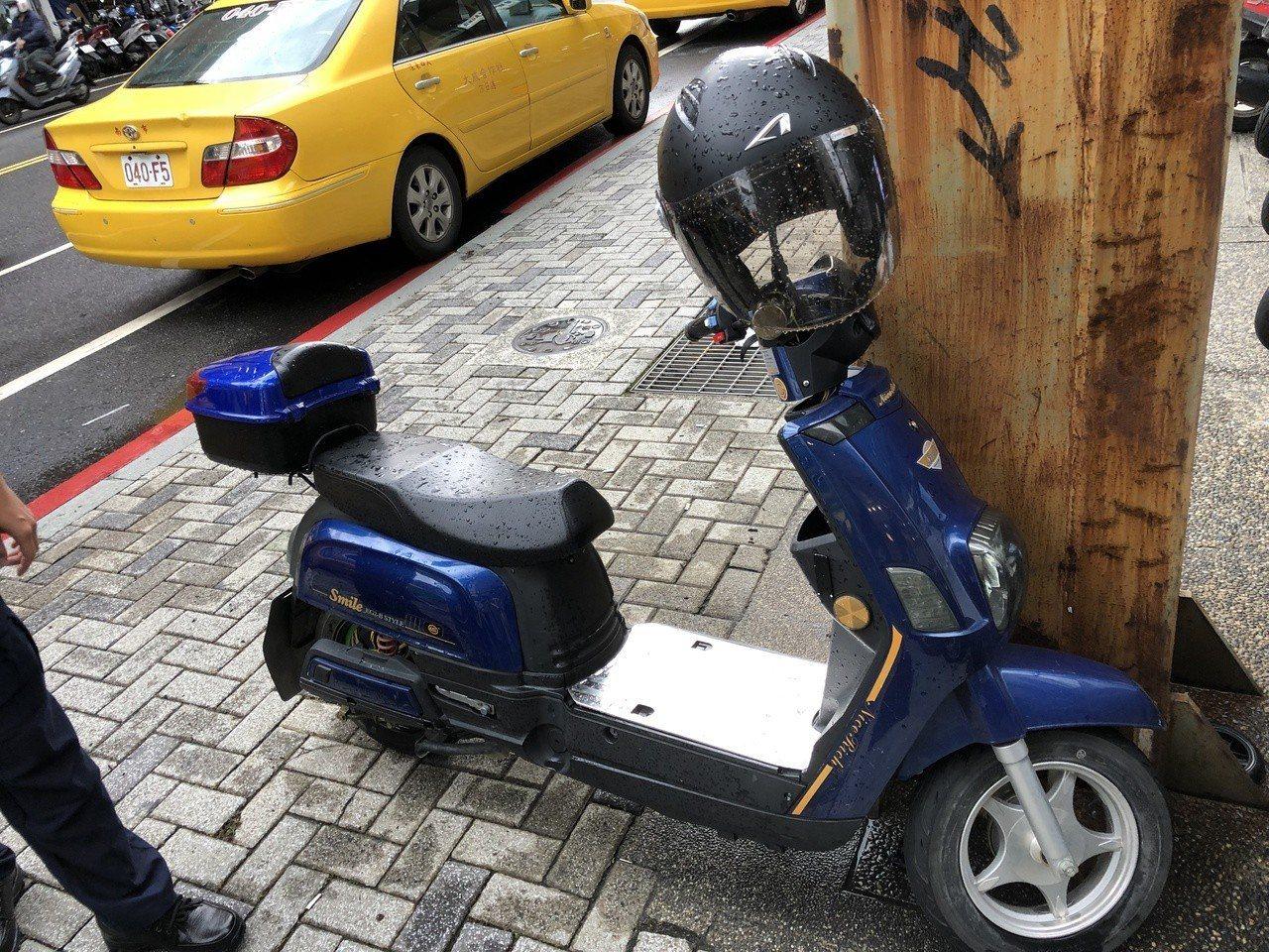 電動自行車不用牌照,也不需駕照,相較於電動機車來的便宜且好維修,邇來成了外籍移工...