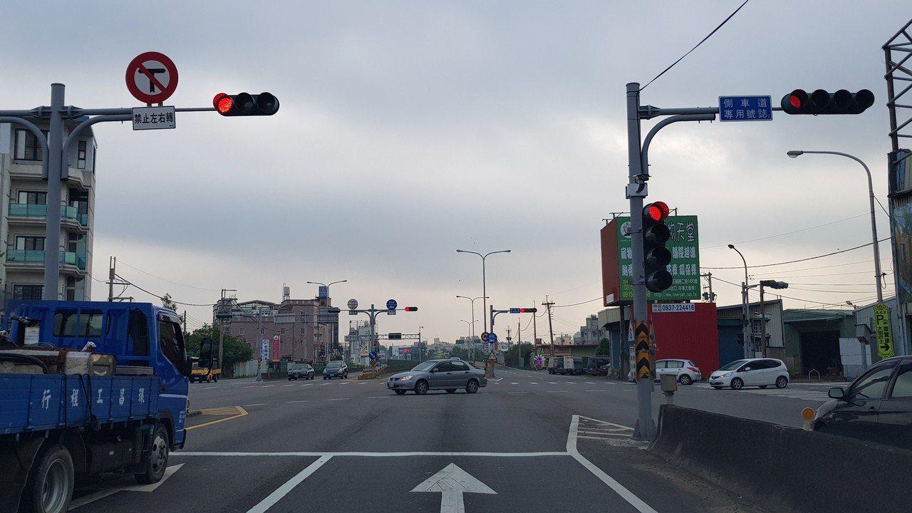 公路總局計畫以高架化或立體交叉工程改善西濱公路新竹、苗栗及新北等23處路口,提升...