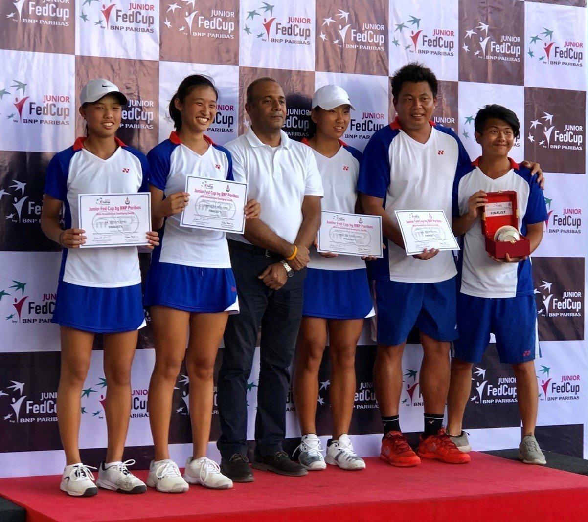 獲得亞軍的中華隊上台領取獎盃和獎狀。 圖/矽品精密提供