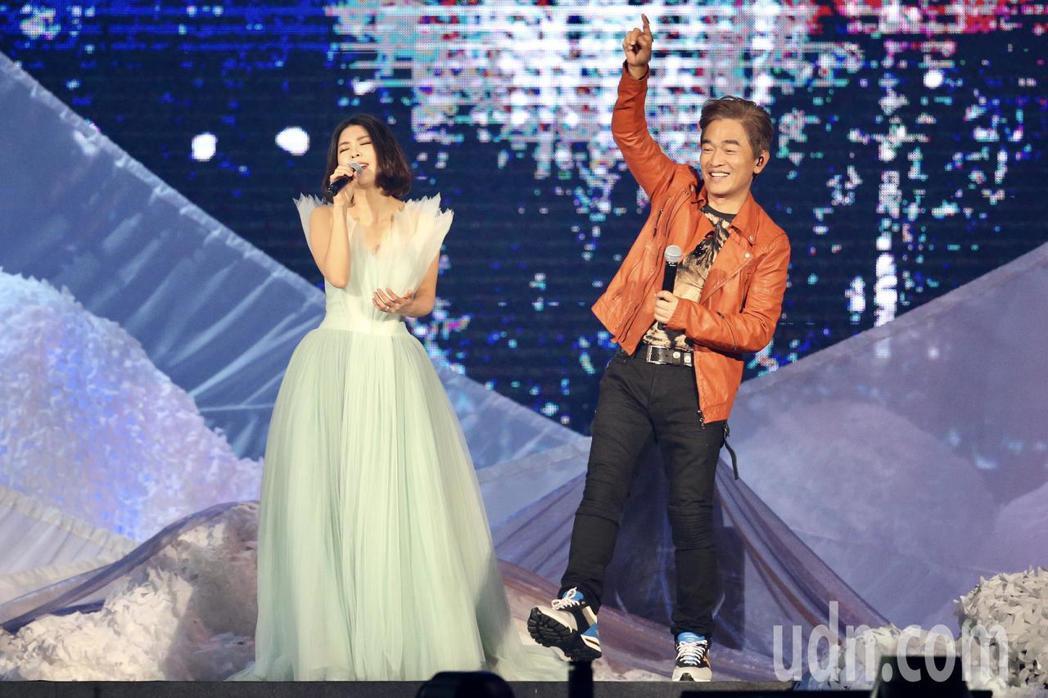 許茹芸「綻放的綻放的綻放」巡迴演唱會,晚上在台北小巨蛋舉行,與吳宗憲合唱《男人女...