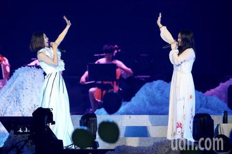 許茹芸「綻放的綻放的綻放」巡迴演唱會晚上在台北小巨蛋舉行,邀請到嘉賓徐佳瑩合唱新歌《花粉症》。