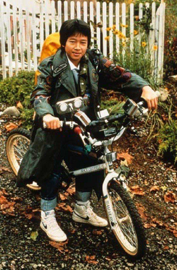 關繼威在「七寶奇謀」扮演喜歡科學實驗的男孩。圖/摘自imdb
