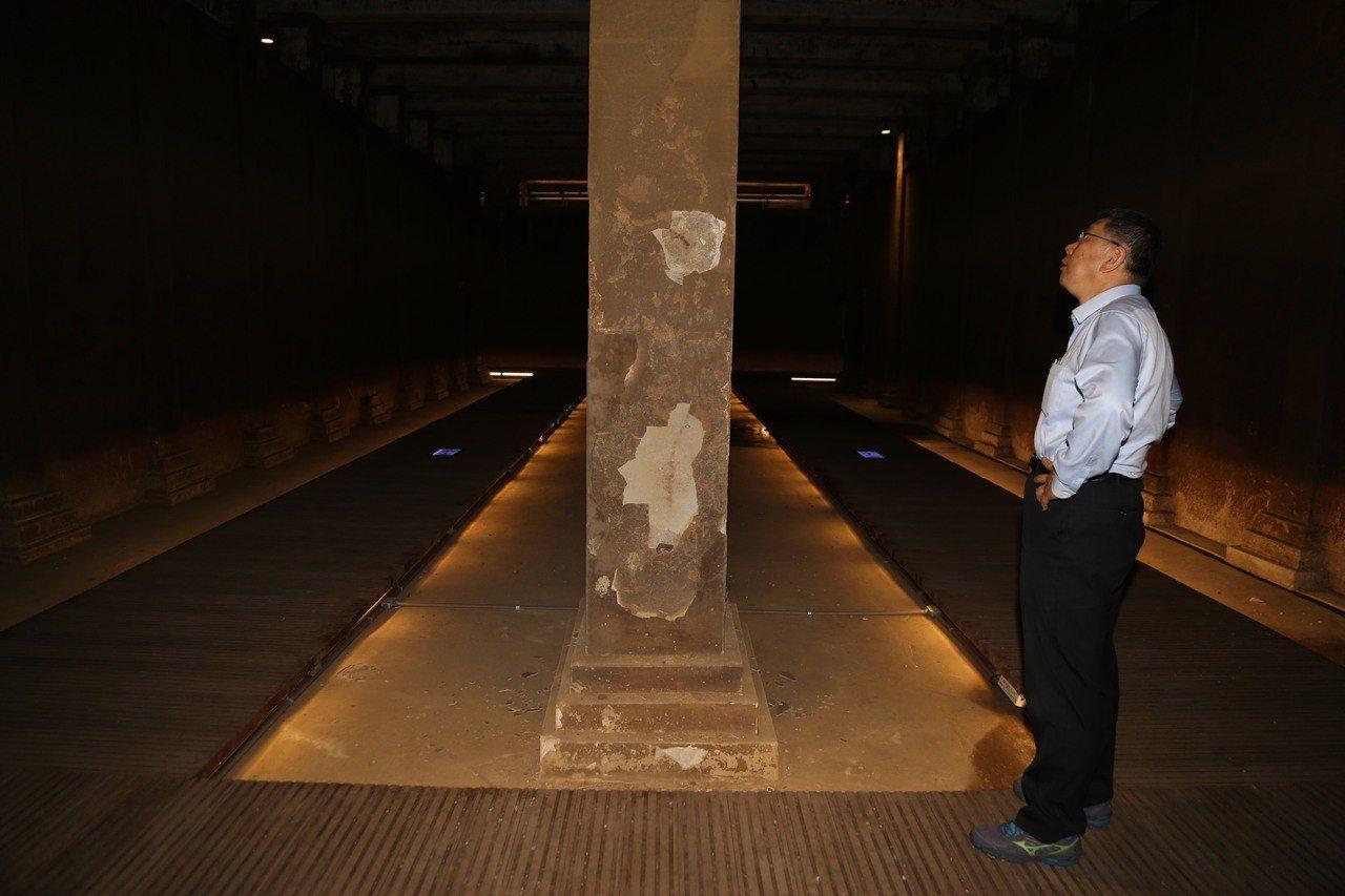 台北市長柯文哲體驗自來水博物館導覽路線。記者魏莨伊/攝影