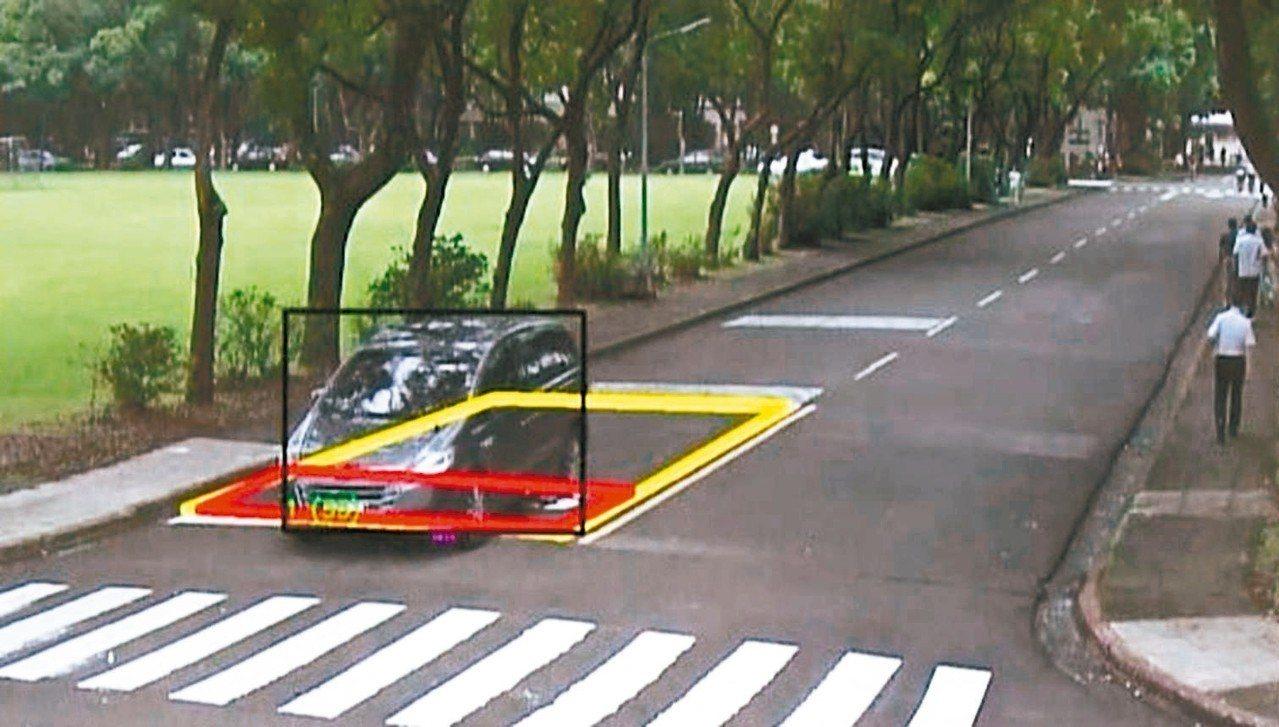 中科院研發「停車再開」違規智能化偵測系統,可判讀出路口未停車再開的違規車輛。 記...