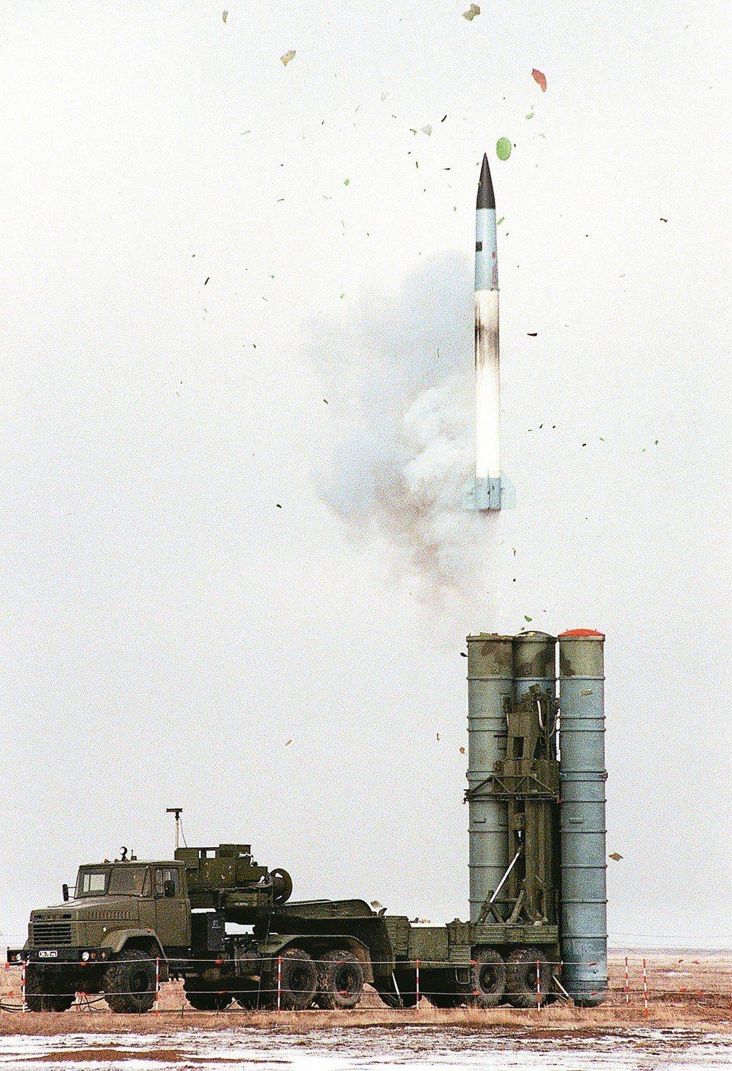 2018年俄羅斯媒體報導,俄國已運送S-400防空飛彈系統到大陸,圖為1999年...