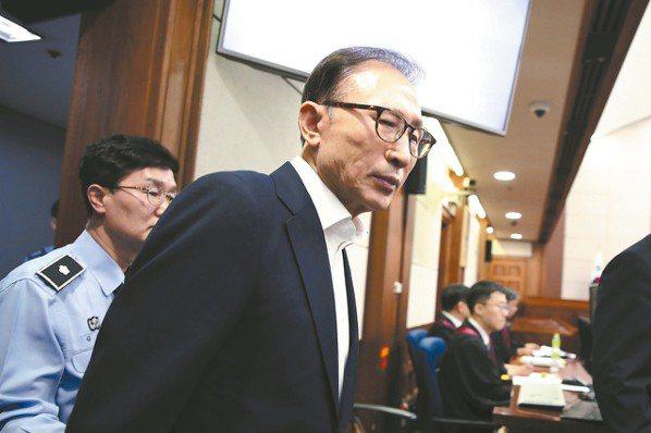 南韓前總統李明博(中)。 (歐新社)