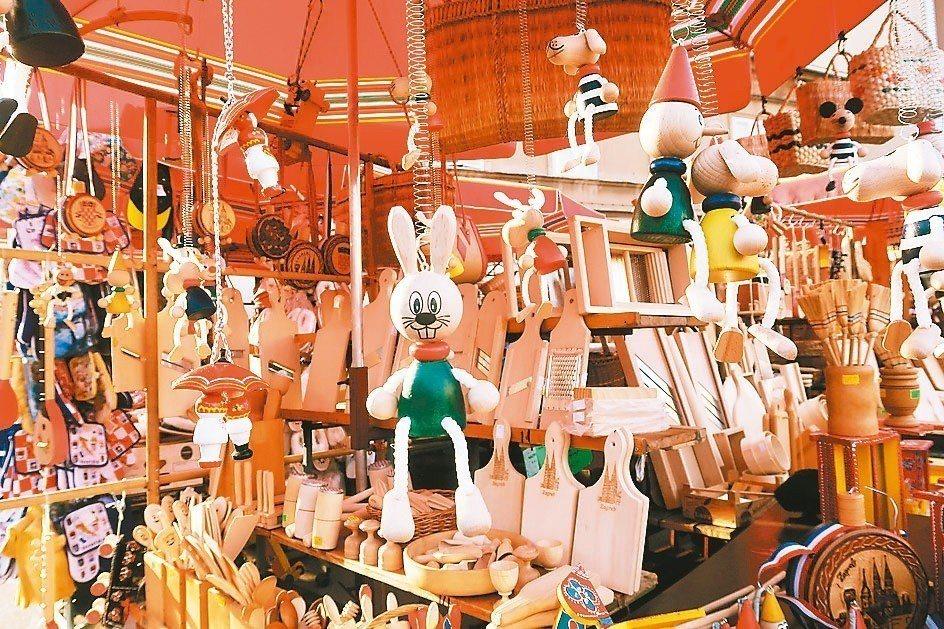 手工藝品展現庶民文化。