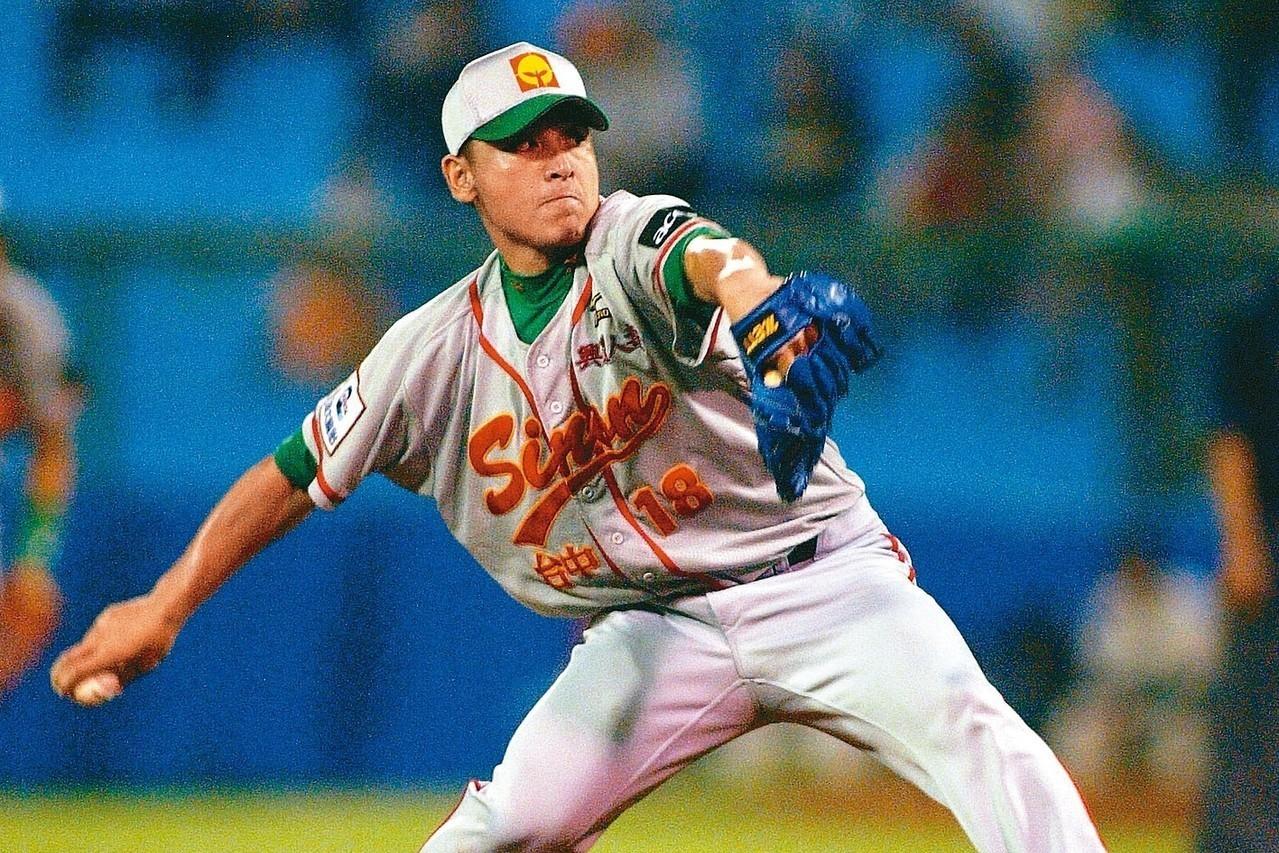 蔡仲南的棒球生涯就像招牌指叉球,高高舉起卻急速下墜。 圖/聯合報系資料照片