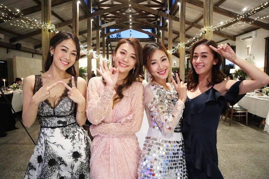 黃心穎(左)與三個姊姊合照。 圖/擷自黃心穎IG