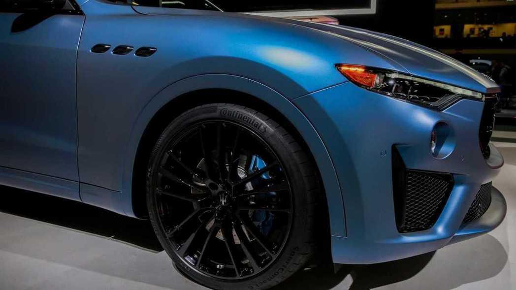這輛Levante GTS One of One的漆面採用Blu Astro車漆...