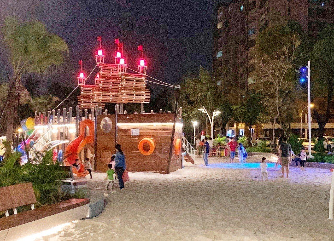 永大公園內的海盜船等設施為24小時開放。圖/讀者mina授權提供