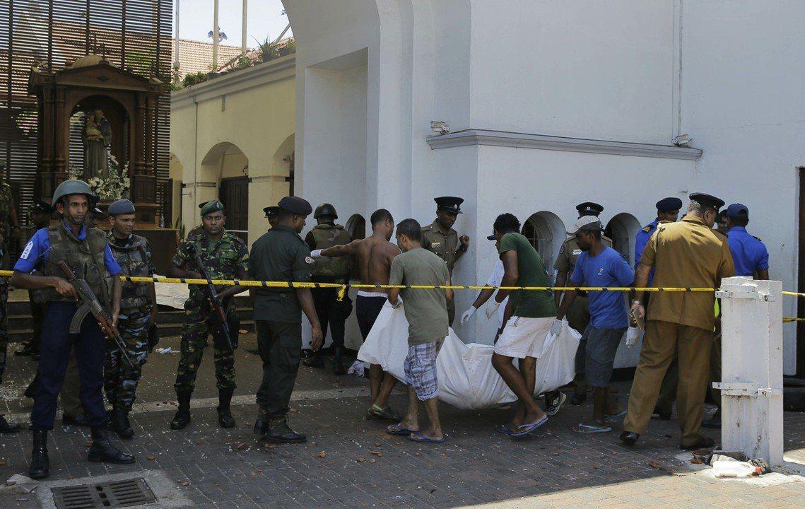 聖安東尼教堂(St. Anthony's Church )搬運罹難者遺體。 圖/...