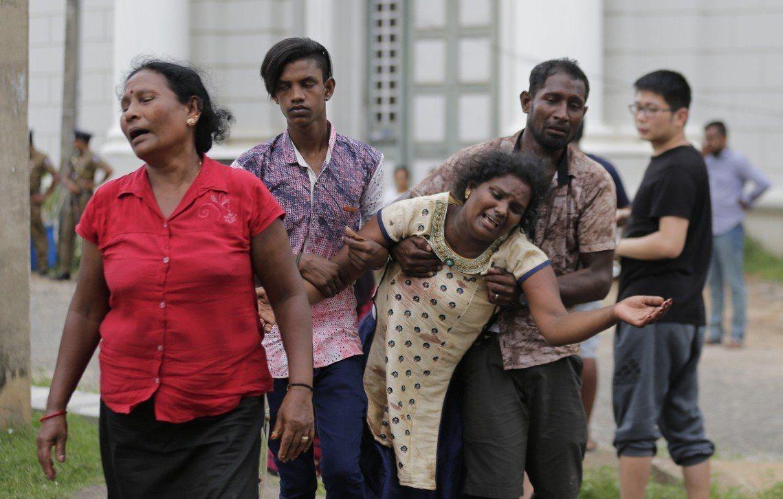 斯里蘭卡連環爆炸案,倖存者與罹難者家屬悲痛難以接受。 圖/美聯社