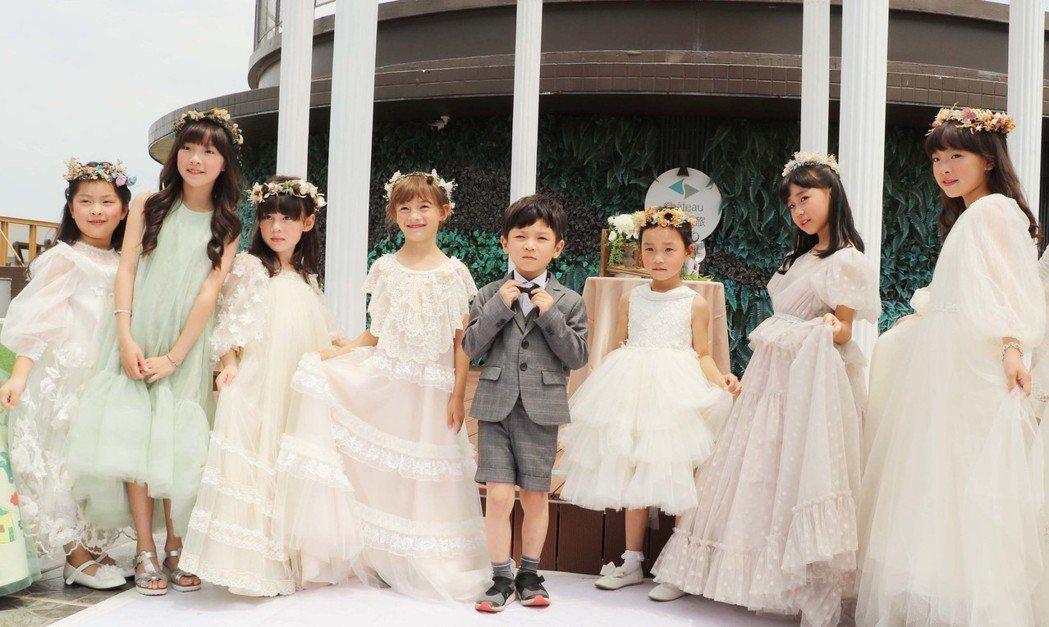 兒童婚紗走秀驚艷派對全場。 張傑/攝影