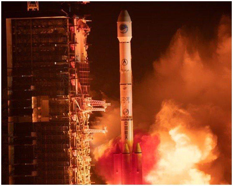 長征三號乙遙三十運載火箭將北斗三號IGSO衛星成功送入預定軌道。新華社