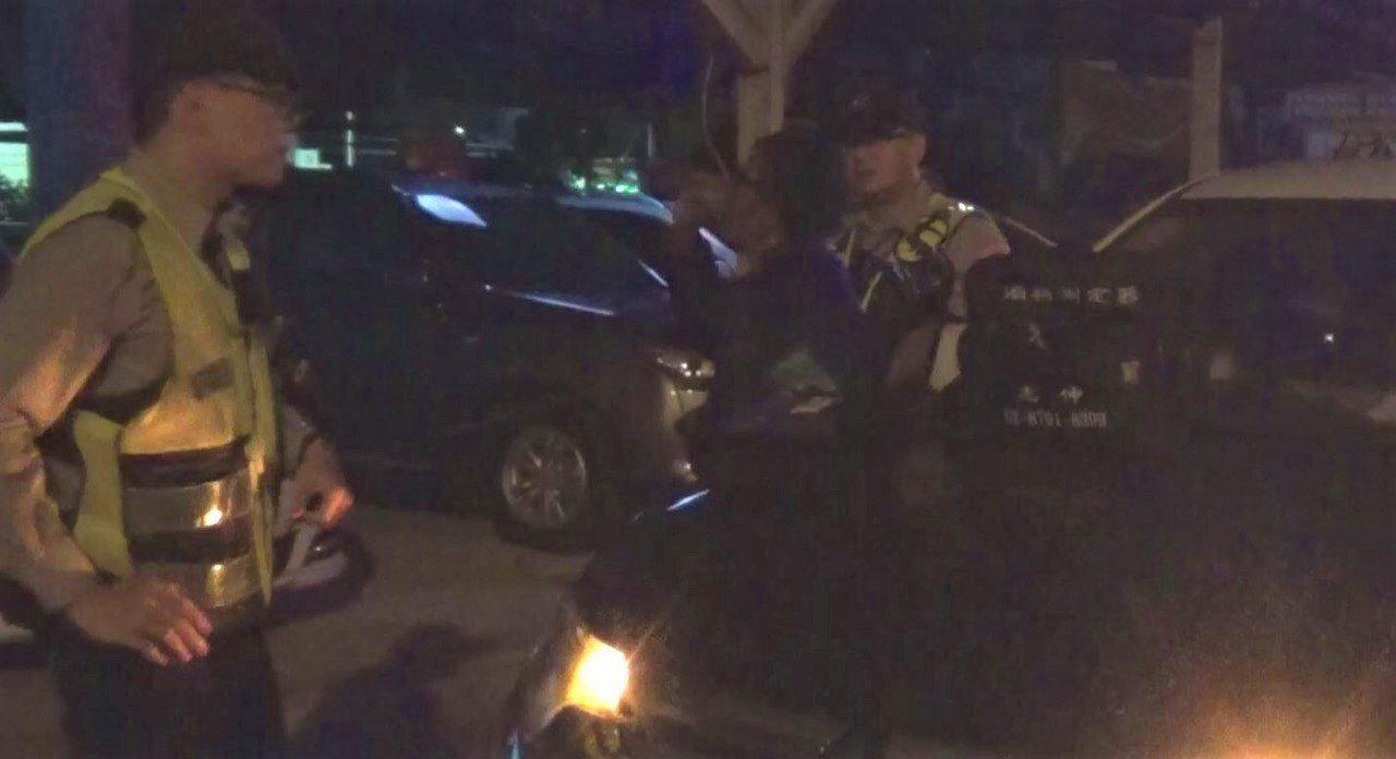 屏東警方最近曾查獲一名酒駕累犯已第9度被逮,當事人還抱怨警方找麻煩。圖/警方提供