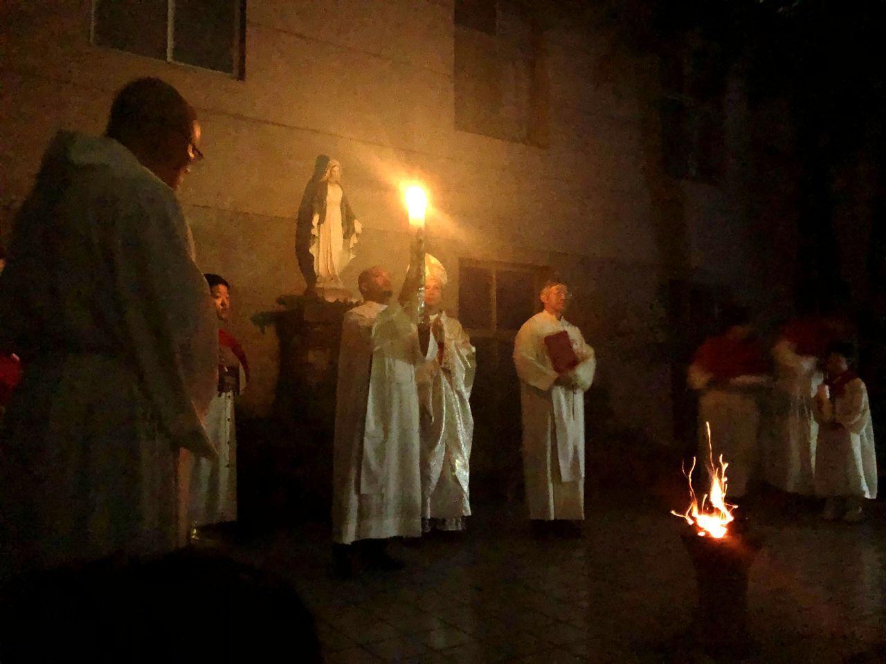 今天復活節,天主教嘉義教區主教鍾安住昨晚在聖若望主教座堂,主禮復活前夕彌撒,帶領...