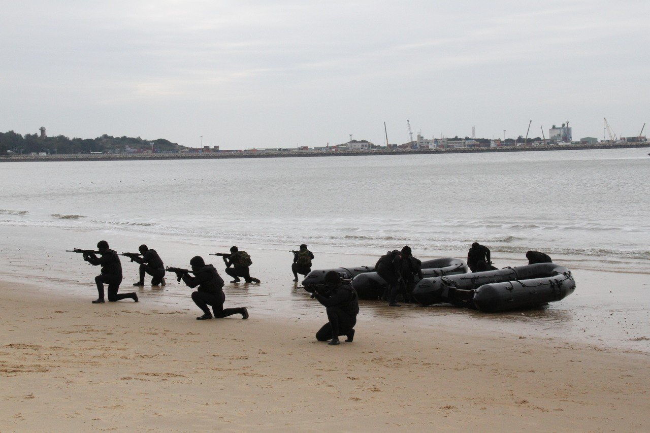 被外界稱為「海龍蛙兵」的航特部兩棲偵察營,具備滲透敵海岸等濃厚攻勢作戰任務性質。...