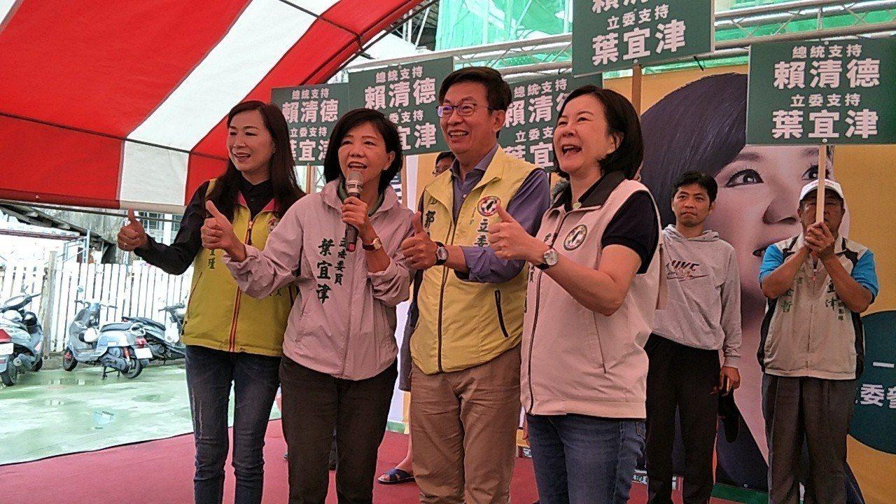 台南市議員林宜瑾(左起)、立委葉宜津、郭國文、邱莉莉表態力挺行政院前院長賴清德。...