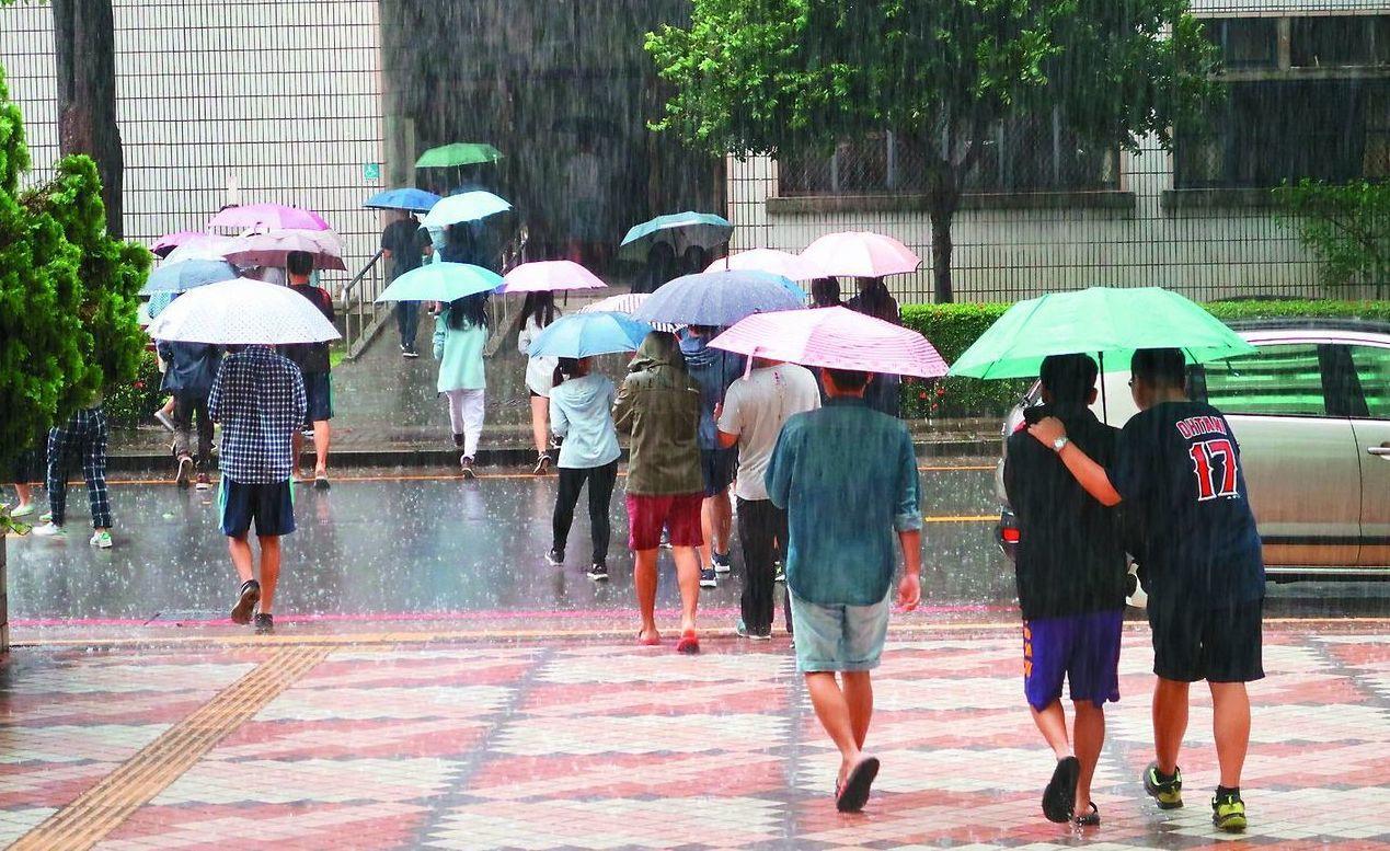 氣象局表示,北部傍晚過後降雨機率提高。 本報資料照片